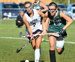 Mainl Field Hoc: Ac 7 Pinelopi Siganos (left) and Mainland 13 Sami Lopez chase the ball during the first period. Monday September 23 2013 Mainland at Atlantic City girls Field Hockey. (The Press of Atlantic City / Ben Fogletto) - Ben Fogletto