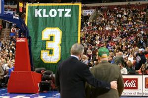 Red Klotz watching jersey number retired in Philadelphia