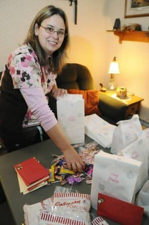 Local woman's Project Love Cards helps bring holiday cheer to deployed troops