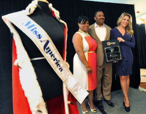 MISS AMERICA ANNOUNCEMENT: Miss America 2013, Mallory Hytes-Hagan, right, poses with Mayor Lorenzo Langford and wife Nynell Langford, with the symbolics key to the city during a press conference to announce new attractions promoting the Miss America Pageant, June 21, 2013, at the Atlantic City Sheraton. (The Press of Atlantic City/Staff Photo by Michael Ein)  - Michael Ein