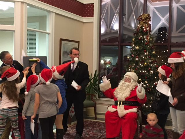 Sturdy Savings Bank hosts tree lighting