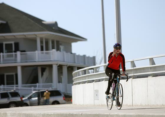 Route 52 bridge into Ocean City plays part in Move For The Cure fundraiser