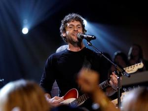 Billy Currington finds right groove on new CD