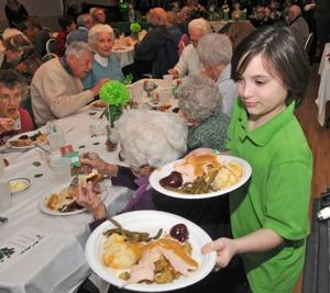 Absecon Ladies League honors seniors with dinner