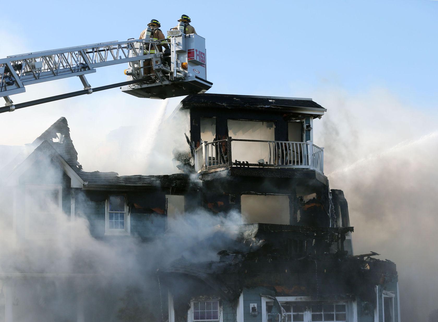 Firefighters battle blaze at 2 Jersey Shore bayfront homes