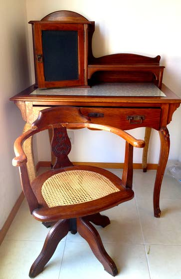 Antiques & Collectibles: Origins of heirloom desk and chair differ