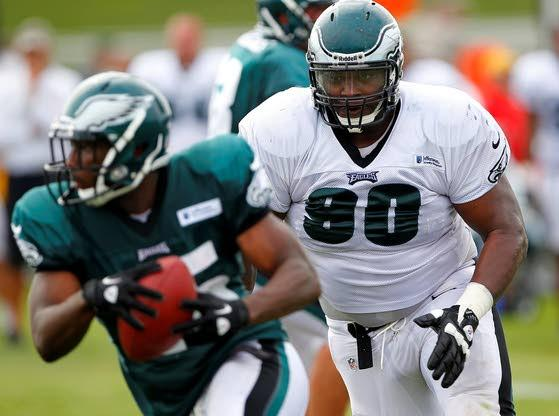 Eagles re-sign DT Dixon to 2-year deal