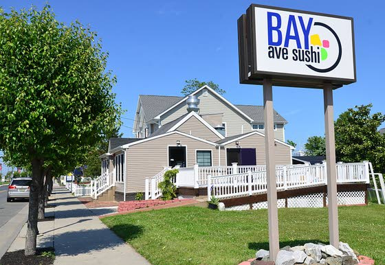 Bay Ave Sushi emulates summer cool without being cold