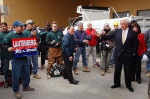 USSENATE: Lautenberg waves to crowd as he makes his way to the podium. Fri. 10/25/2002 3:00 PM Democratic U.S. Senate candidate Frank Lautenberg rallies with construction workers at the Borgata construction site.  - BEN FOGLETTO