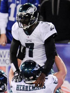 Eagles players honor Vick with sportsmanship award