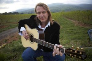 Singer-songwriter Cape May accompanied by great music