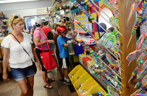 JL08 Holiday Weekend: Shriver's Salt Water Taffy & Fudge in Ocean City did record business over the July 4 holiday weekend. - Ben Fogletto