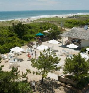 Golden Inn Bar: The Golden Inn beach bar in Avalon is open to the public