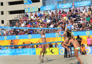 AVP VOLLEYBALL FINALS: Crowd watches (l-r) April Ross, Summer Ross and Emily Day in Women's final. Sunday September 8 2013 AVP beach volleyball tournament in Atlantic City. (The Press of Atlantic City / Ben Fogletto) - Ben Fogletto