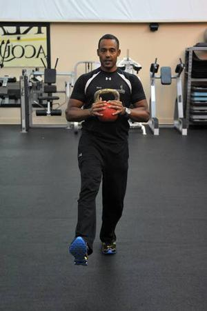 Your Workout: Traveling lunge with kettlebell round the world