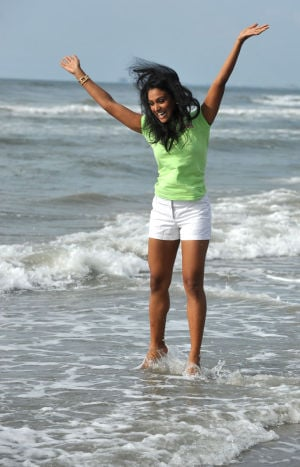 New Miss America takes a dip in the Atlantic Ocean