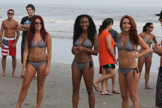 Eagles cheerleaders promote 2014 charity calendar in A.C.