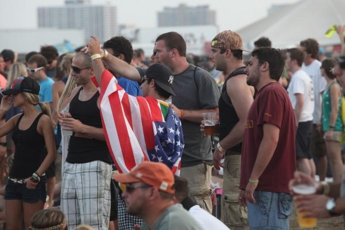 dmb crowd flag