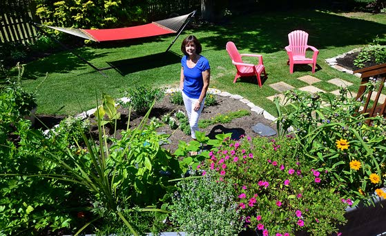Green thumbs, eager crowds