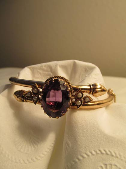 Antiques & Collectibles: Heirloom bracelet continues to dazzle