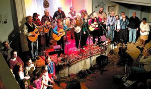 <p><strong>Pete Seeger headlined the church's first Roots Rock Revue concert five years ago.</strong></p>