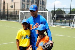 Junior Mets hang with the big leaguers