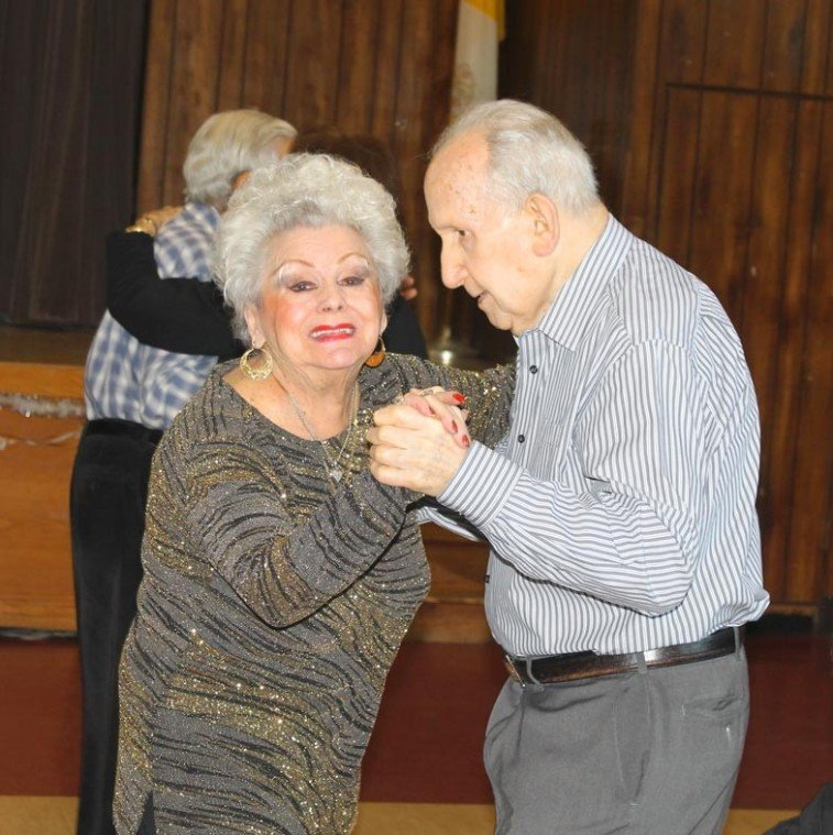Howard Beach Seniors ring in 2013