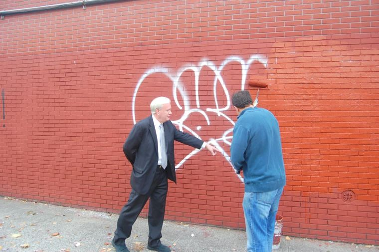 New antigraffiti plan in 11th Dist. 1
