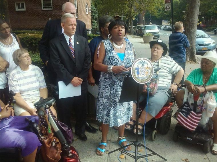 Woodside Houses residents want fixes 1
