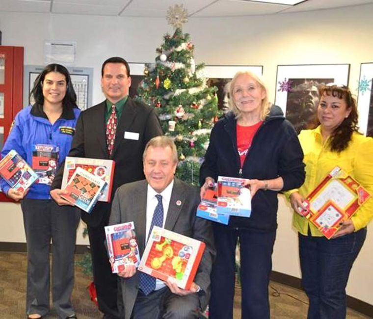 CM Dromm hands out toys 1