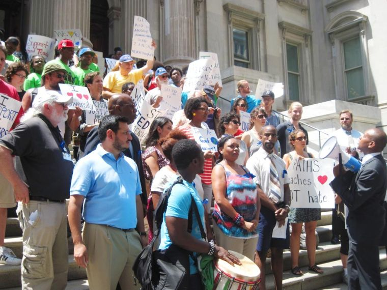 Pan American High School teachers protest principal's 'racism' 1