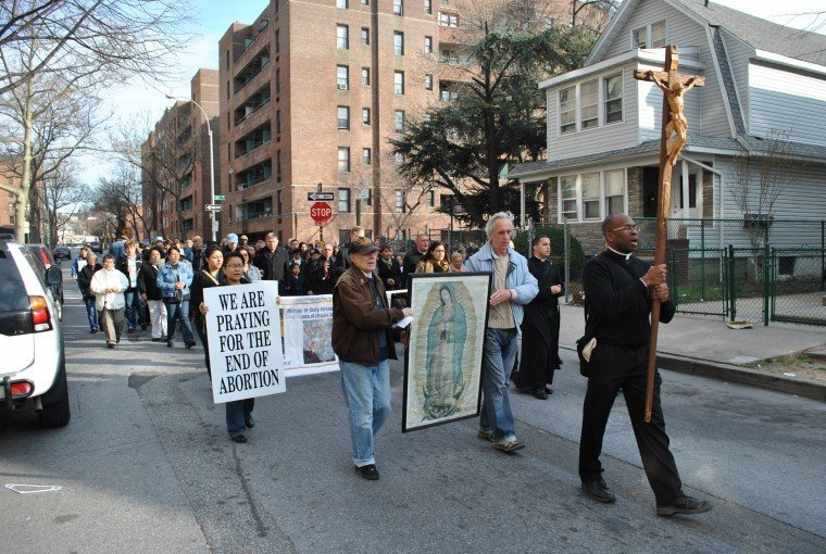 Southeast Queens: Prayer vigil marches over abortions
