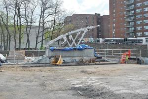 Briarwood residents rip subway stop delays 1