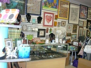 Framing store celebrates 40th anniversary Oct. 13 2