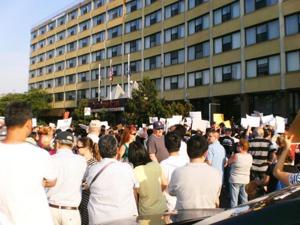 Protesters slam city on Elmhurst shelter 2