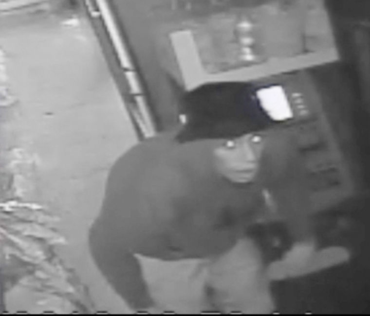 Cops hunt suspects in burglary spree 1