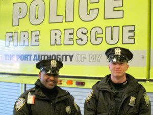 PA cops save woman at LGA 1