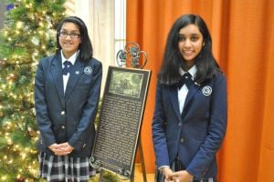 Students celebrated at plaque unveiling 1