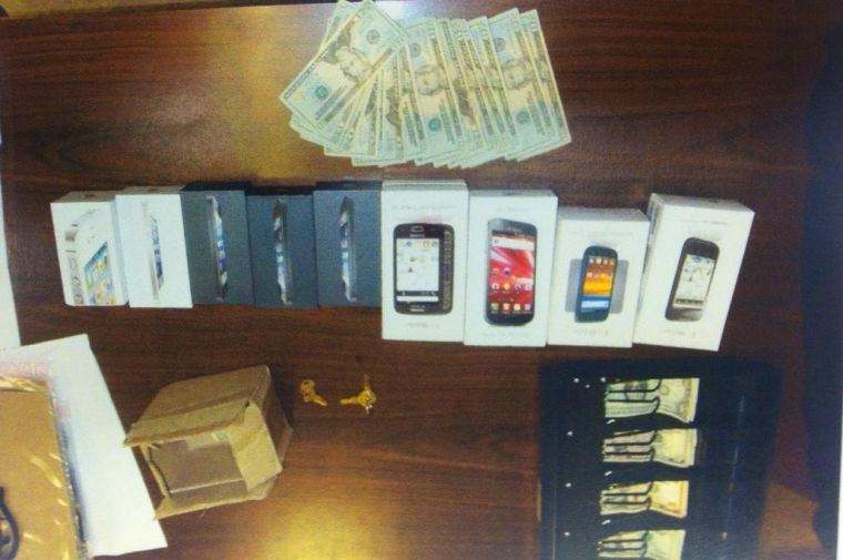 Suspects caught in cell store robbery 1