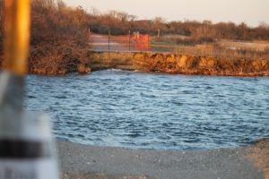 Breach in Gateway lake may be filled in 1