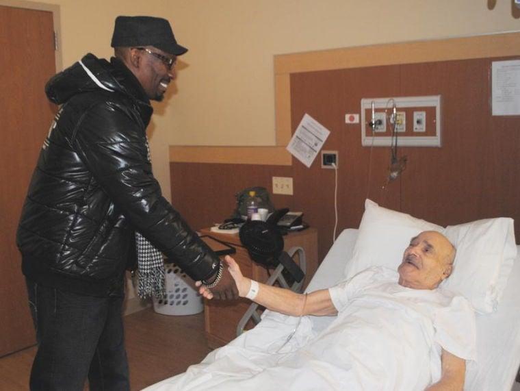 Comedian Charlie Murphy visits vets