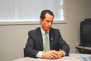 Ex-rep. Weiner joins the race for mayor 1