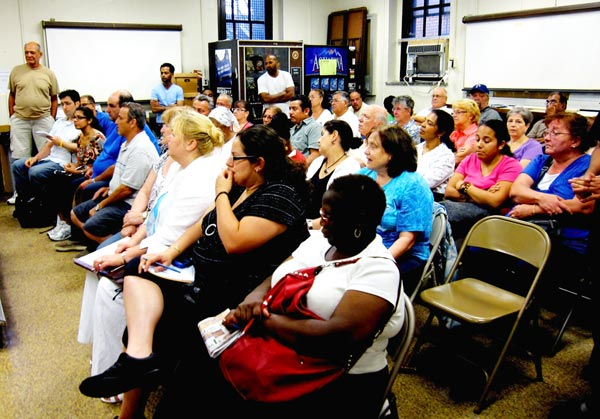 Residents pack 106th Pct. council meeting 1