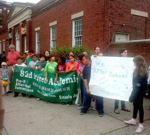 Rally protests cuts to kids' programs 1
