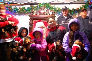 Glendale children visit with Santa at tree lighting  3