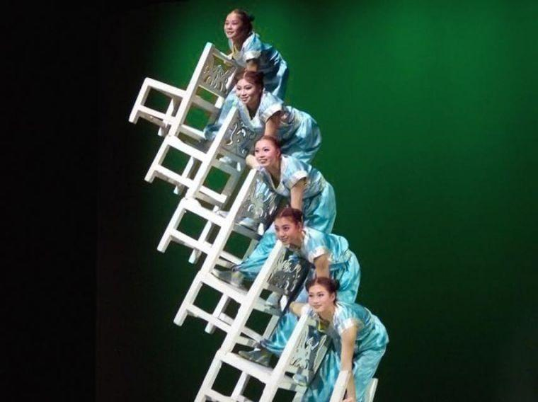 From China, not your usual acrobatics 1