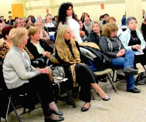 Cops address Howard Beach crime concerns 1