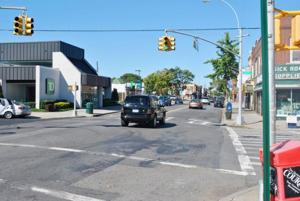 Turn bay proposed for Metropolitan Ave 1