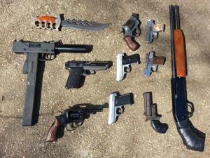 Cops seize guns and drugs in 105th Pct. 1