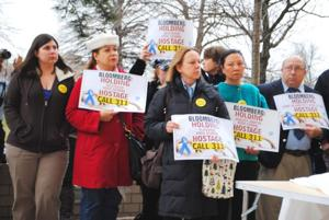 Parents, pols protest plan to close schools 1